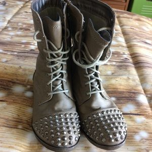 Breckelle's Studded Boots